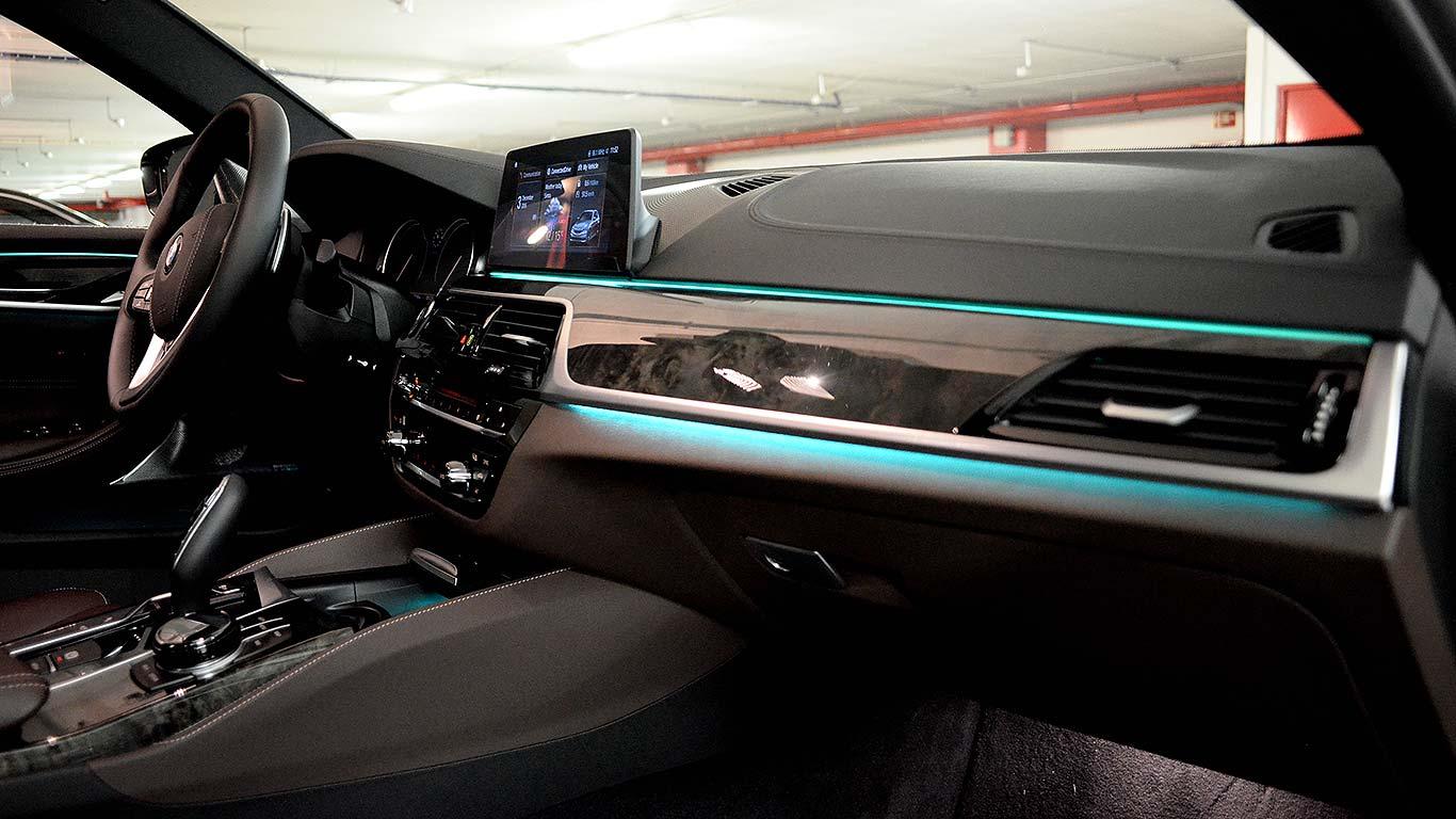 chauffeur luxury car travel